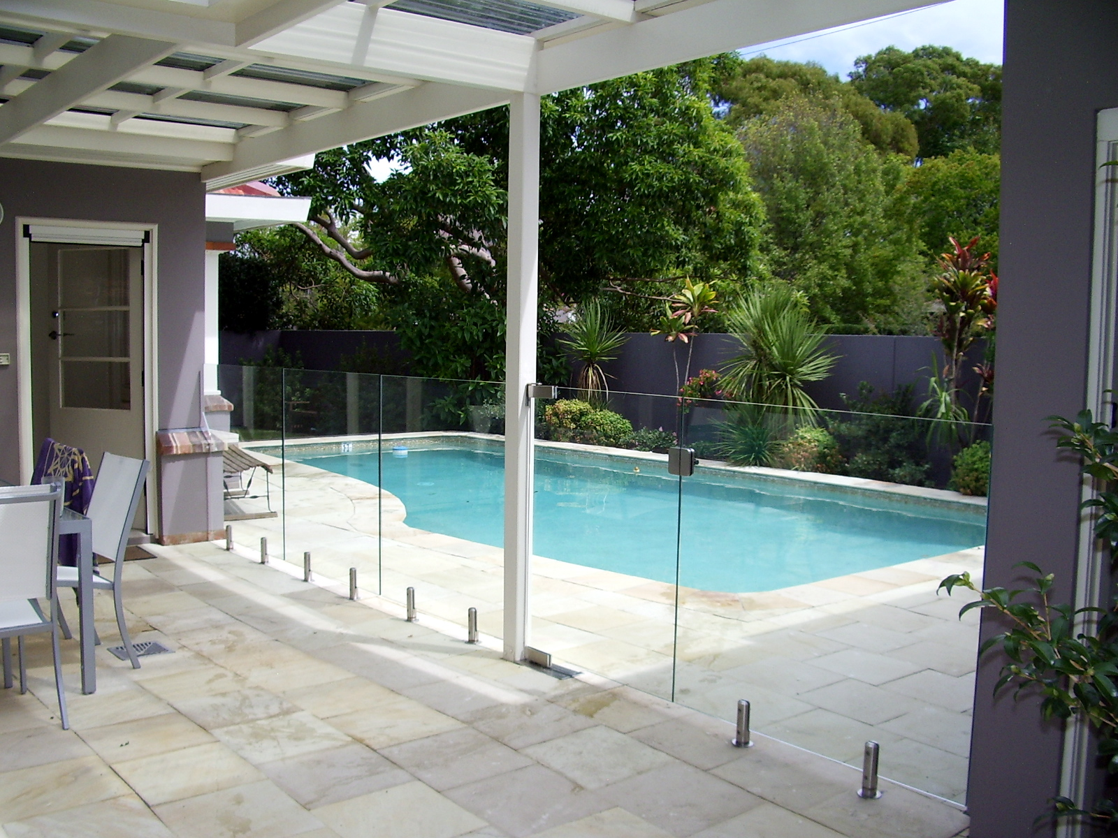 Swimming pool fencing glassfx frameless sydney newcastle central coast for Swimming pools central coast nsw