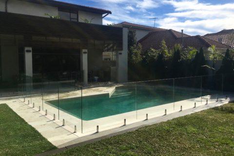 1 Frameless Pool Fence